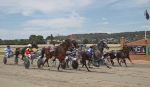 GOULBURN USHERS IN SUMMER CARNIVAL WITH CHRISTMAS EVE MEETING